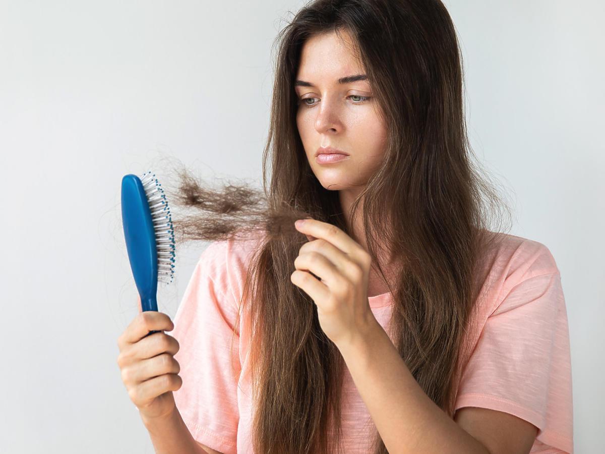 kuracja przeciw wypadaniu włosów na promocji w Rossmannie