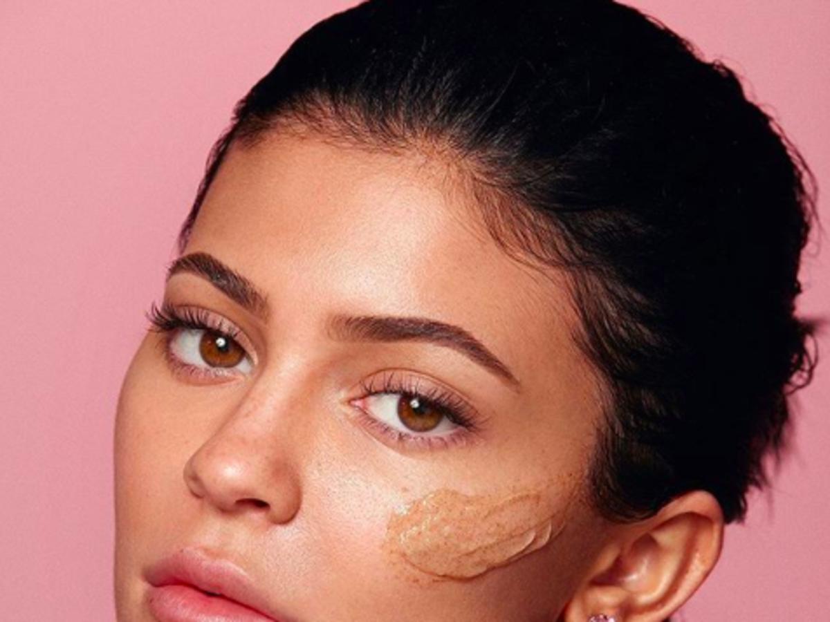Kylie Skin Walnut Face Scrub może zniszczyć cerę
