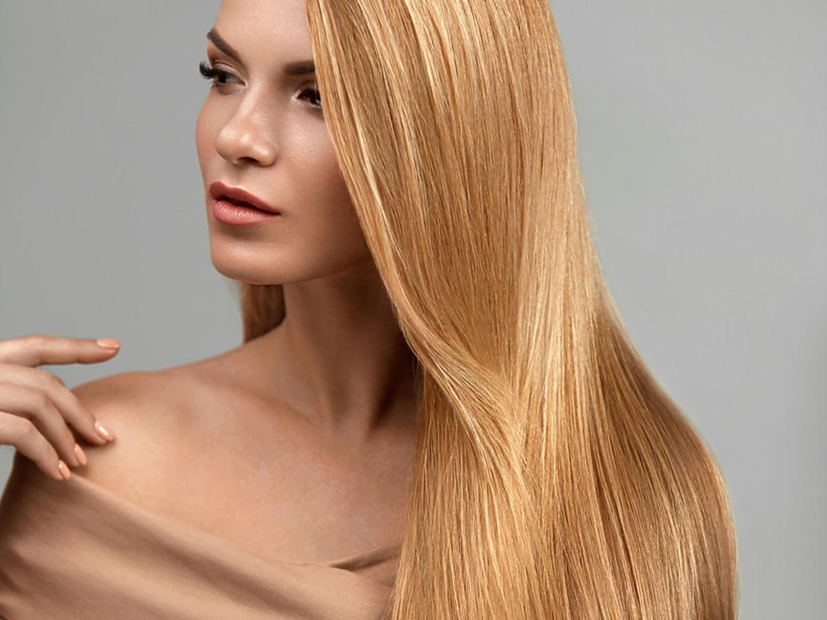 lśniące włosy po ekspresowej odżywce z płynnym jedwabiem Gliss z Rossmanna