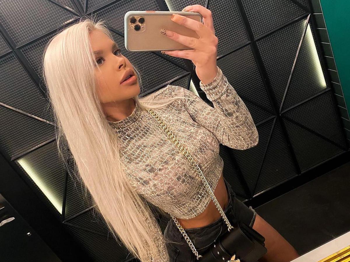 Magda z Hotelu Paradise 2 jako blondynka