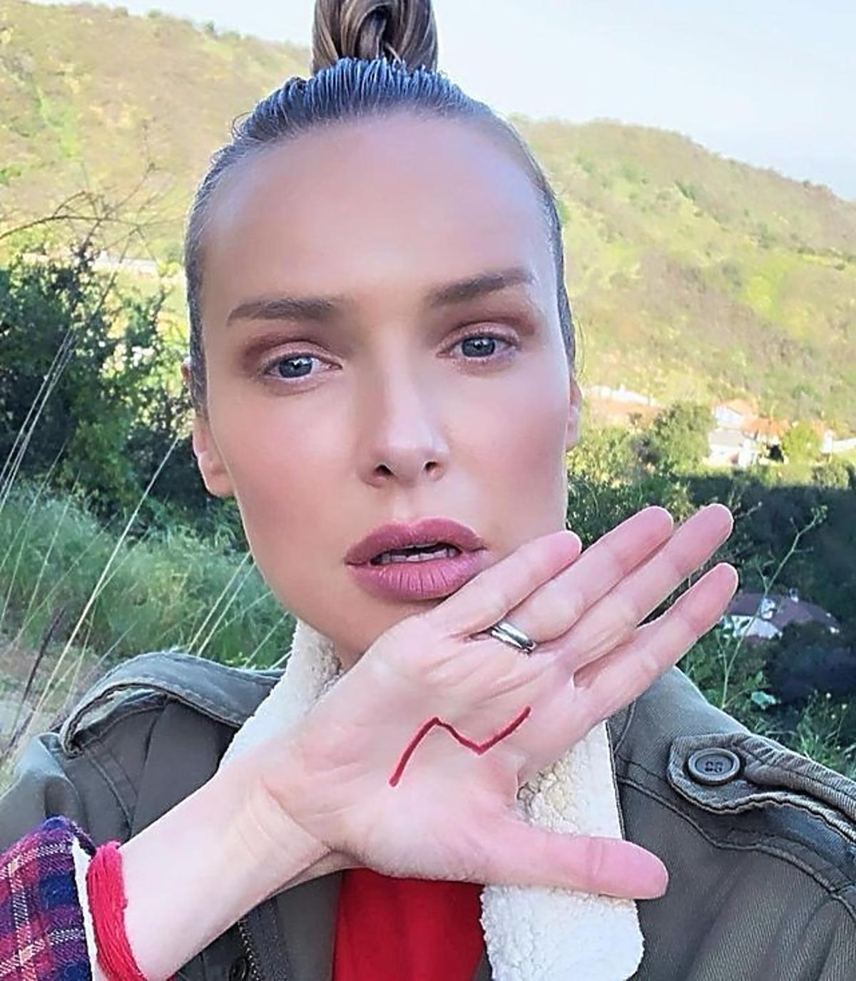 Magdalena Mielcarz zmieniła fryzurę! Aktorka pożegnała się z blondem