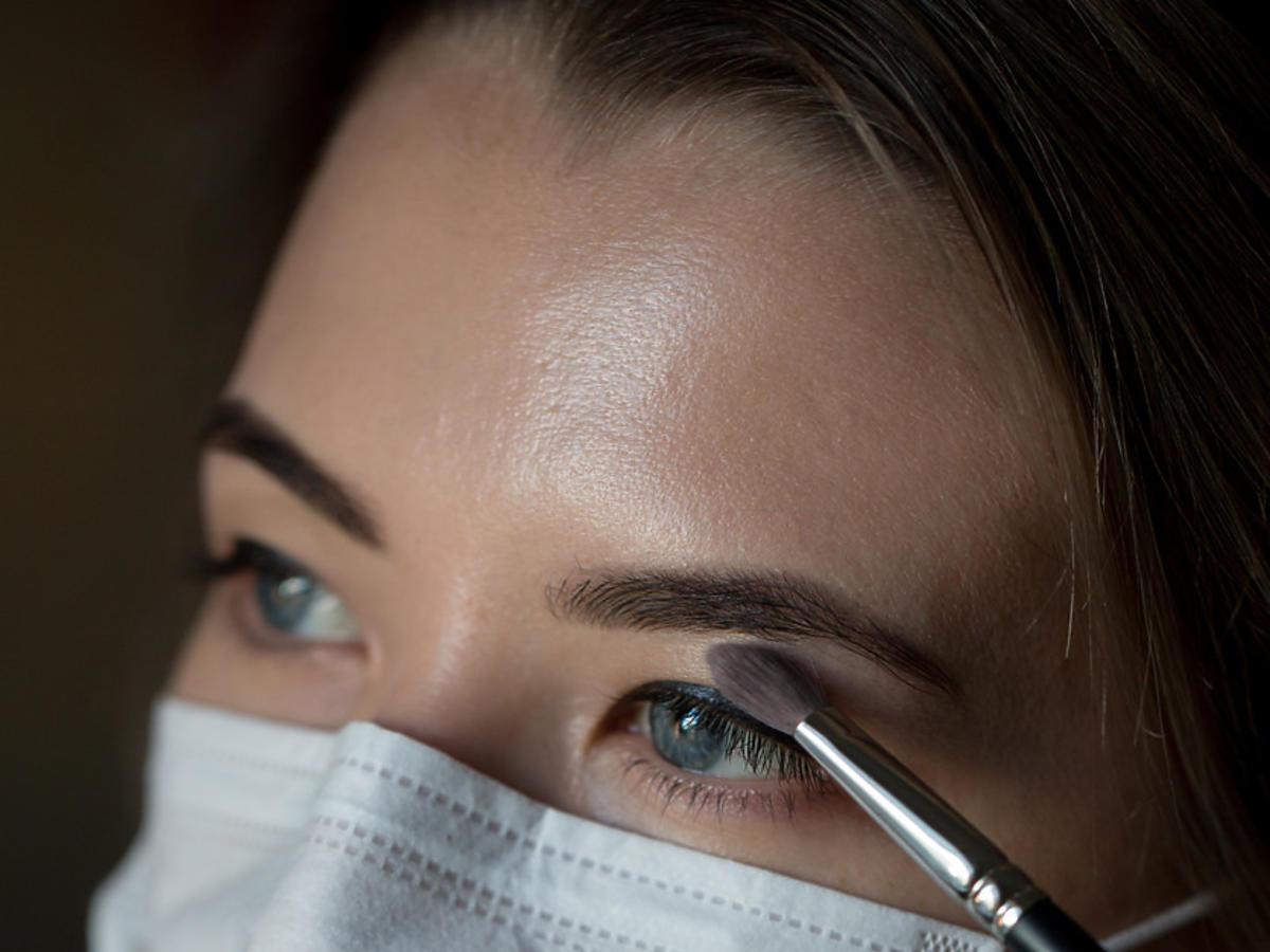 makijaż pod maseczkę ochronną