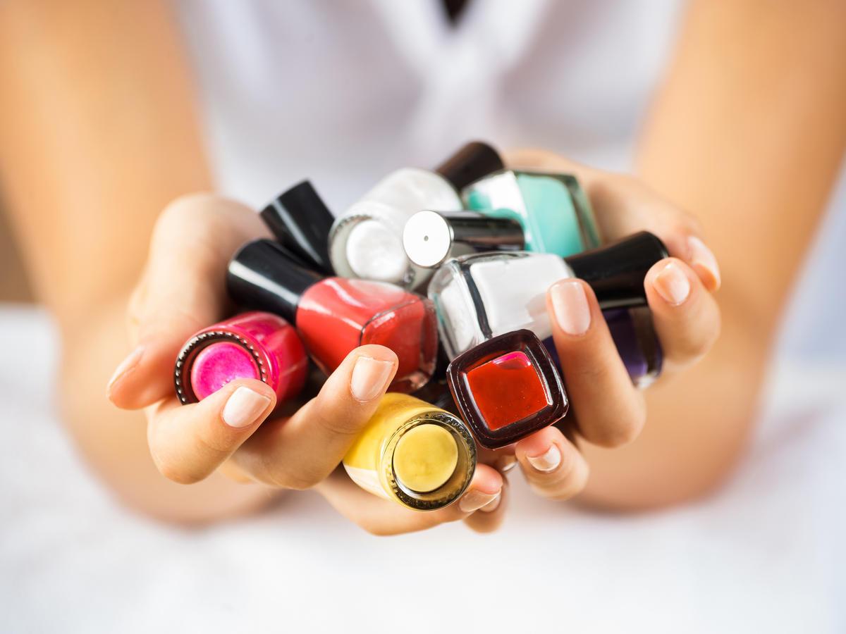 Makijaż wykonany lakierami do paznokci