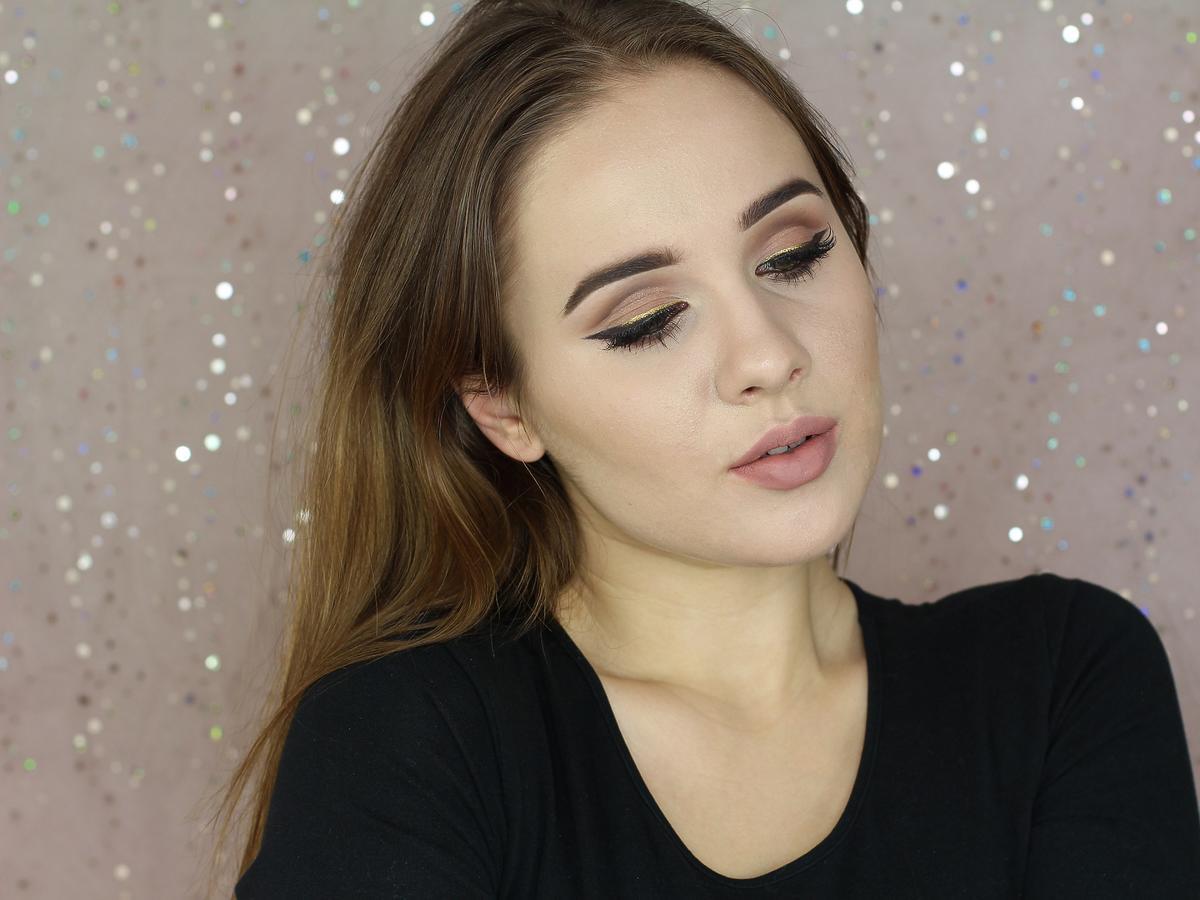 Makijaż z kreską cut crease krok po kroku