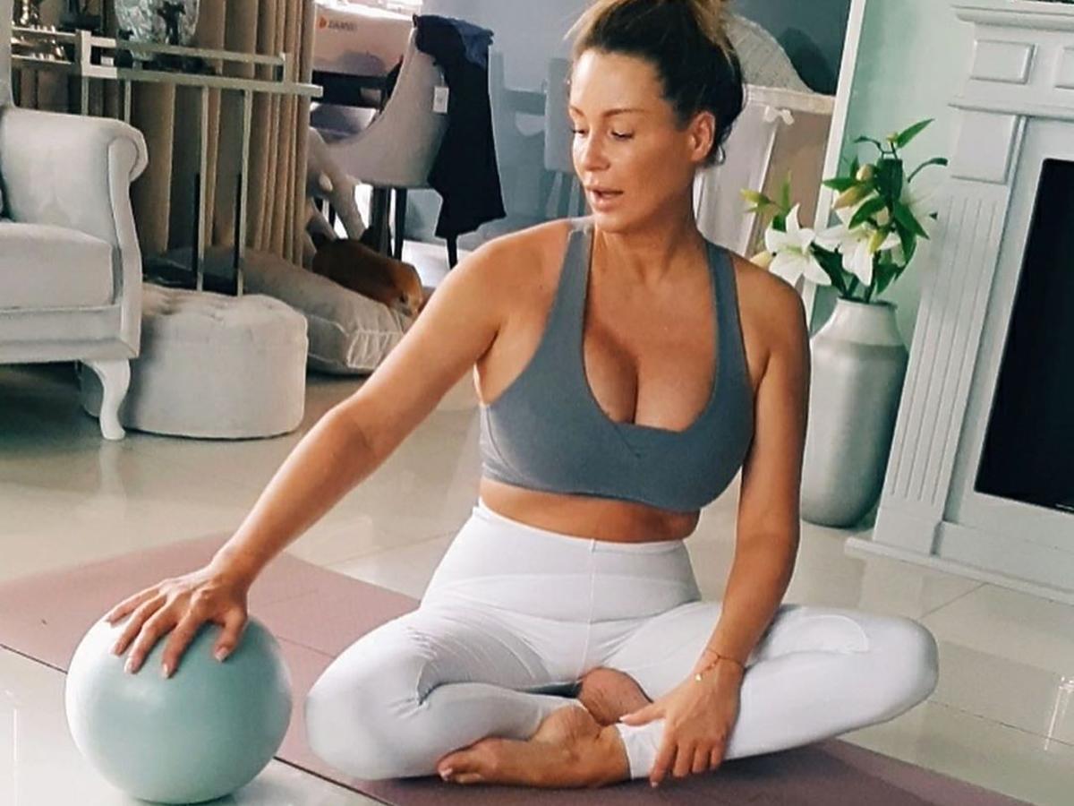 Małgorzata Rozenek ćwiczy w domu