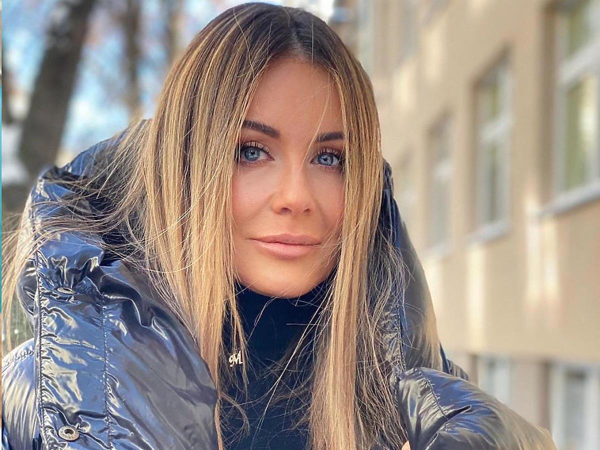 Małgorzata Rozenek-Majdan w czarnej puchowej kurtce
