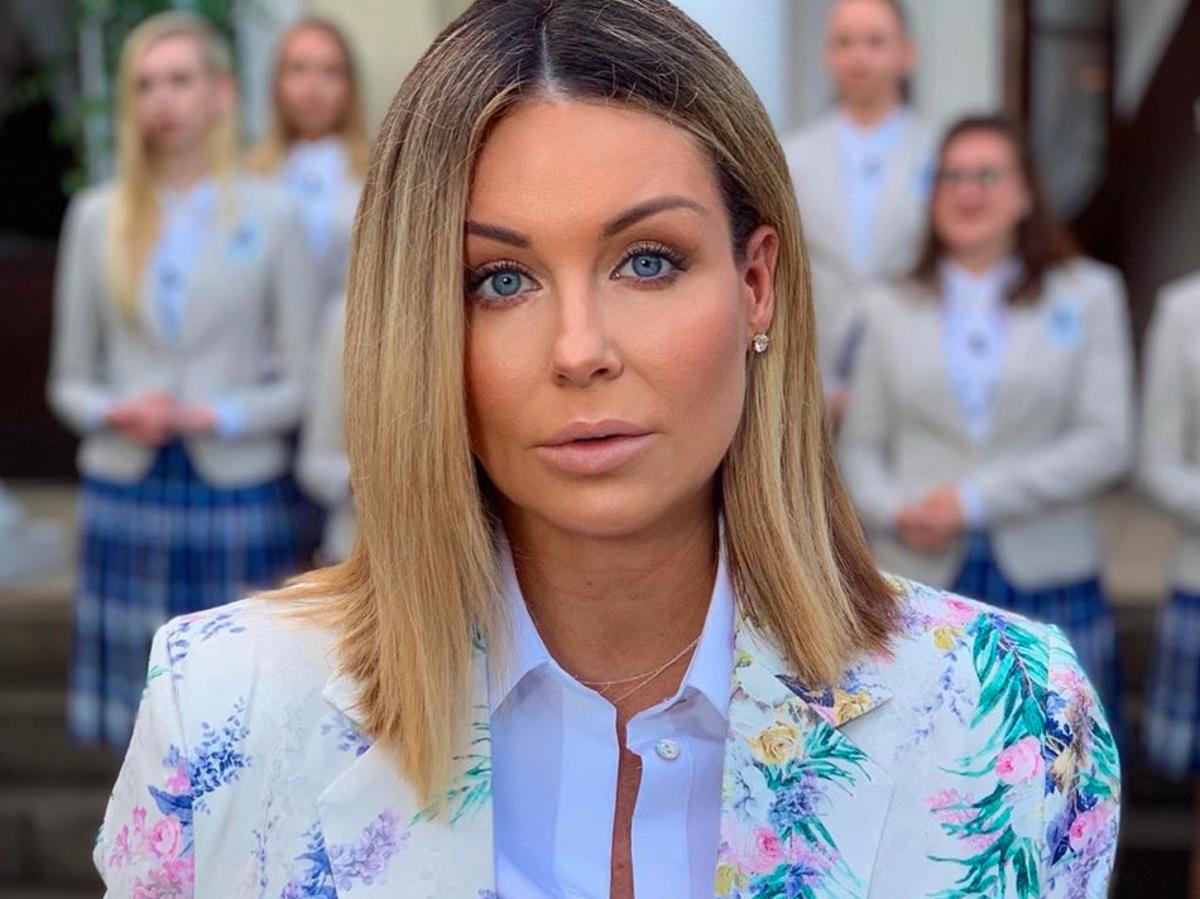 Małgorzata Rozenek-Majdan w modnych klapkach z wyprzedaży.To hit Instagrama