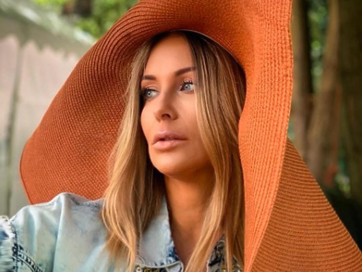 Małgorzata Rozenek w stylowym kapeluszu