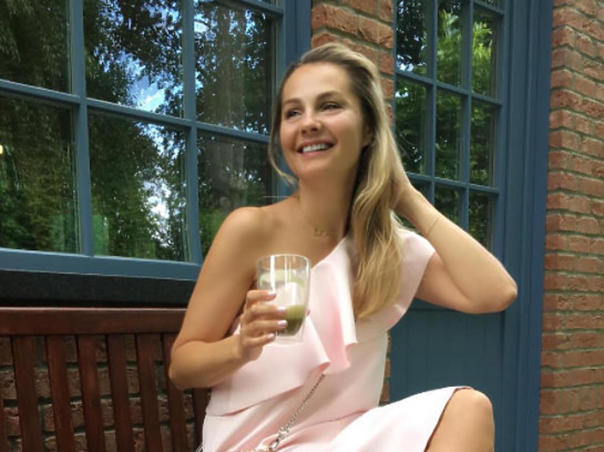 małgorzata socha blondynka w różowej sukience