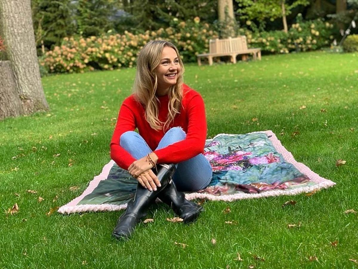 Małgorzata Socha w modnych kaloszach idealnych na jesień