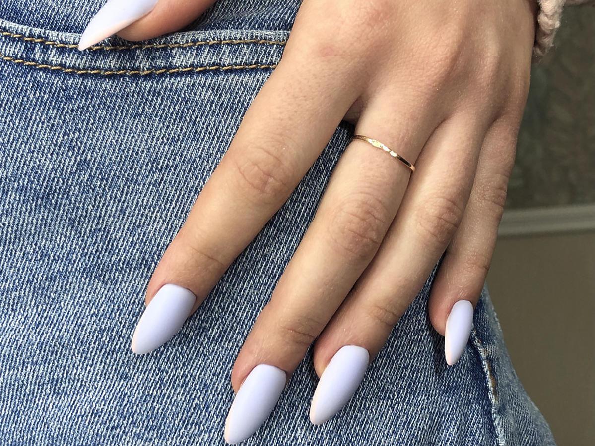 manicure hybrydowy wykonany lakierem Eveline