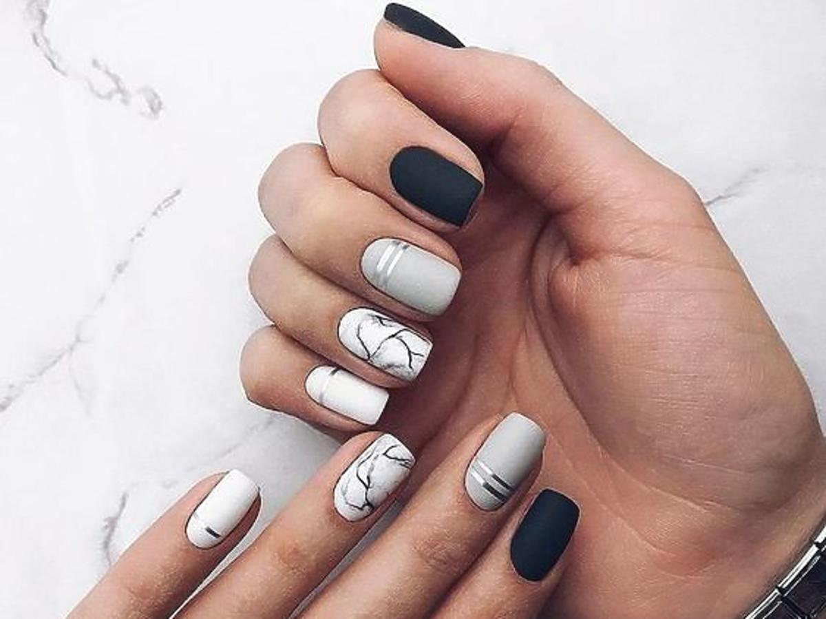 manicure marmurkowy