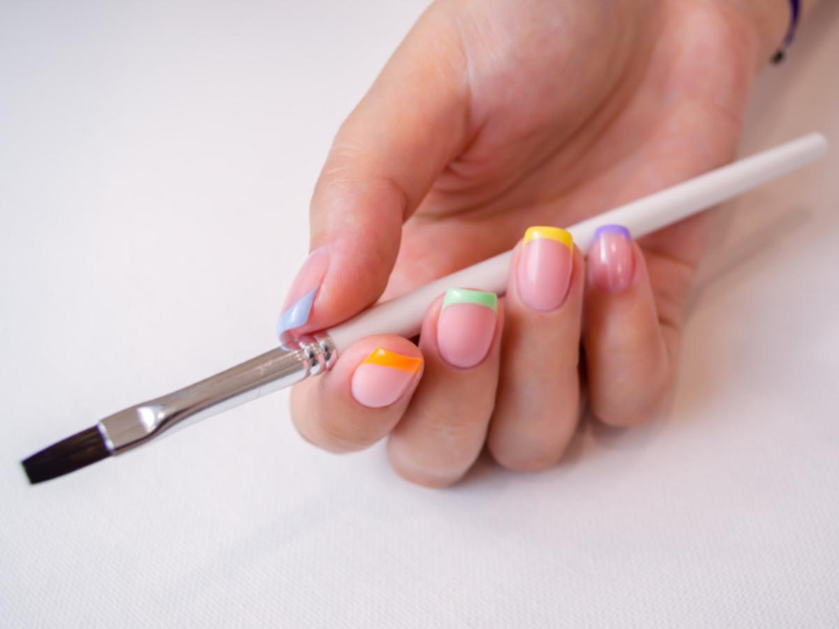 manicure wykonany roślinnymi lakierami do paznokci