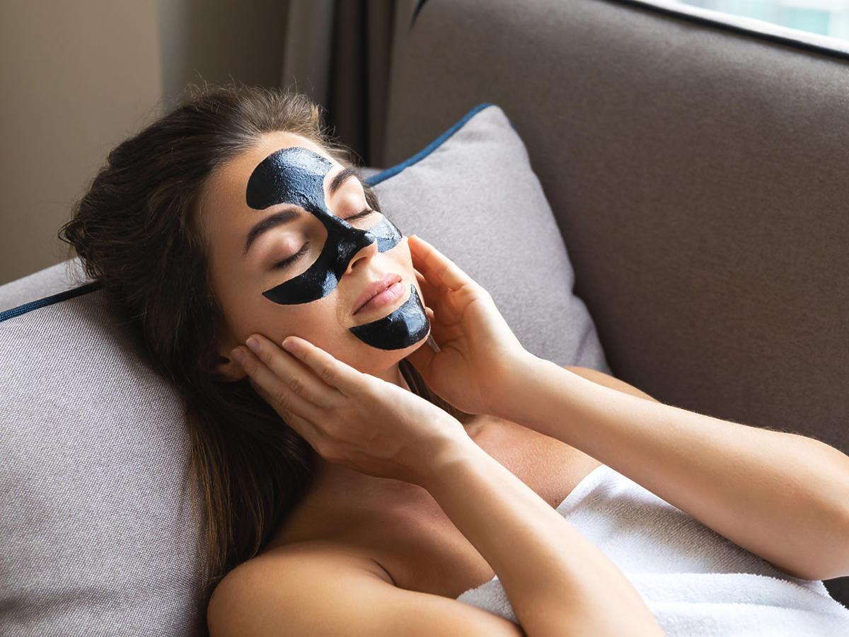 maska na zaskórniki z Rossmanna