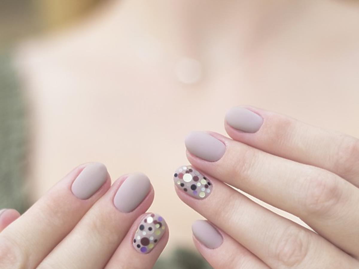 Matowe paznokcie - lakiery i domowy sposób