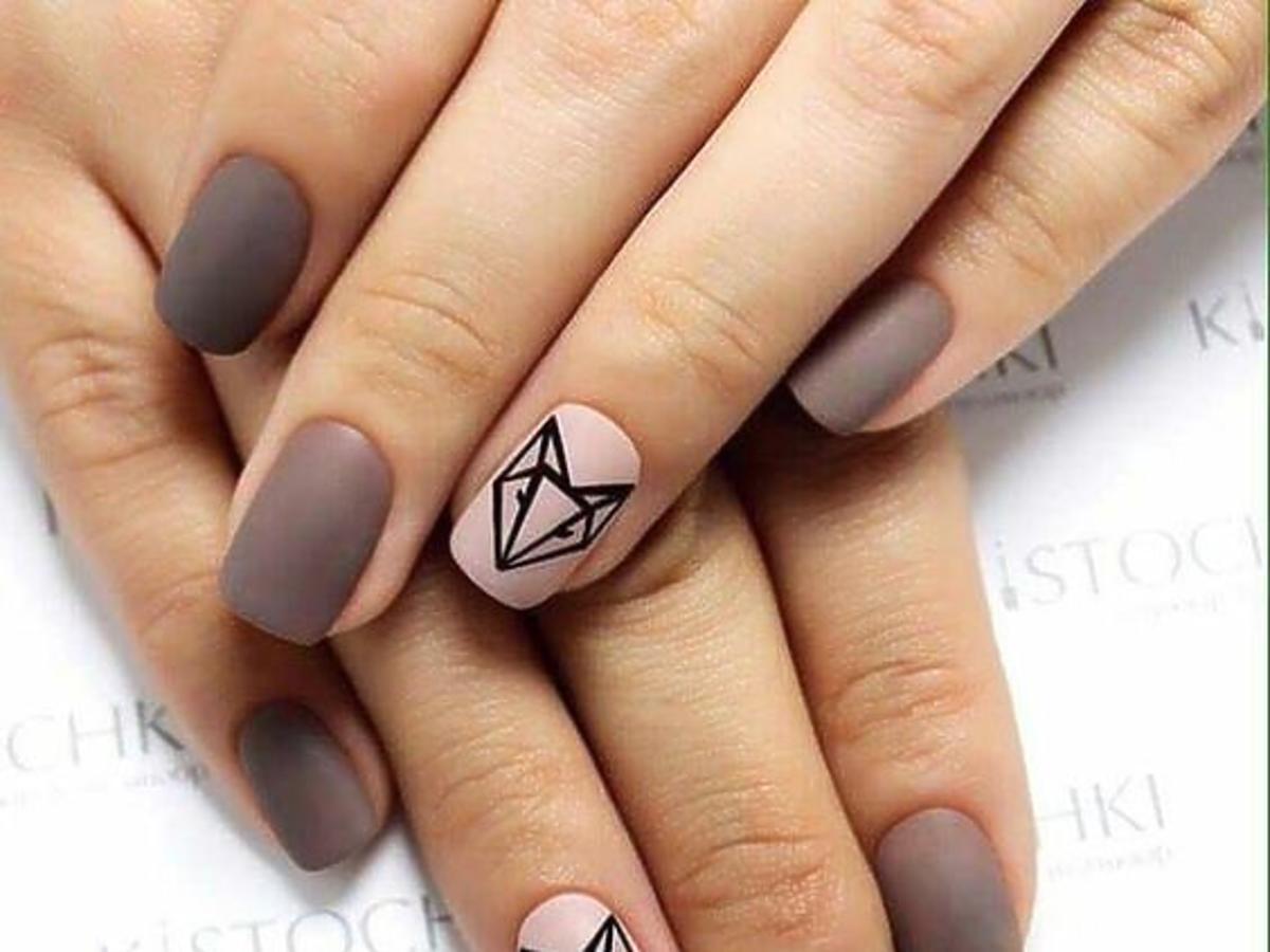 matowy manicure