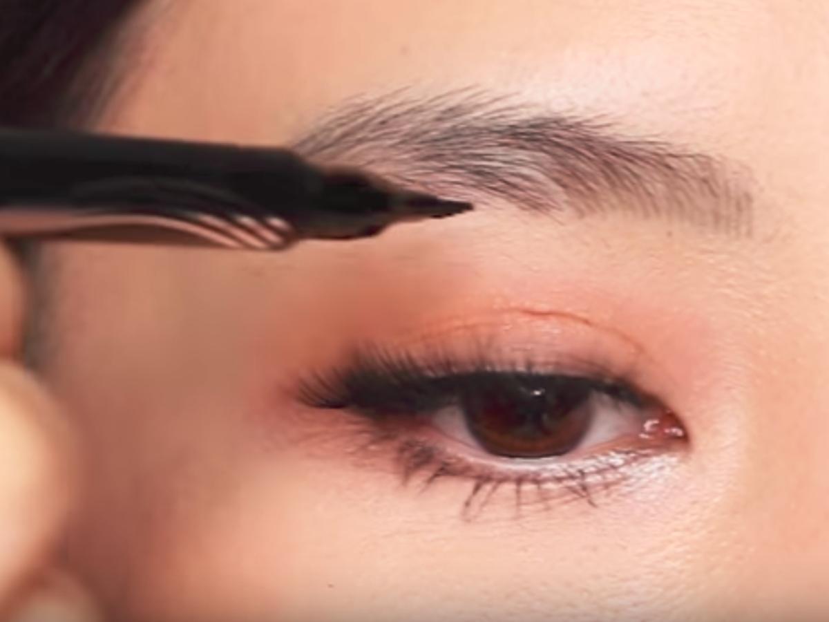 microblading za pomocą kosmetyku Maybelline New York Tattoo Studio Brow Tint Pen