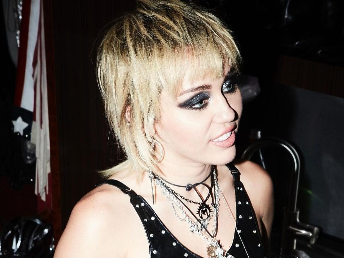 Miley Cyrus we fryzurze shaggy hair