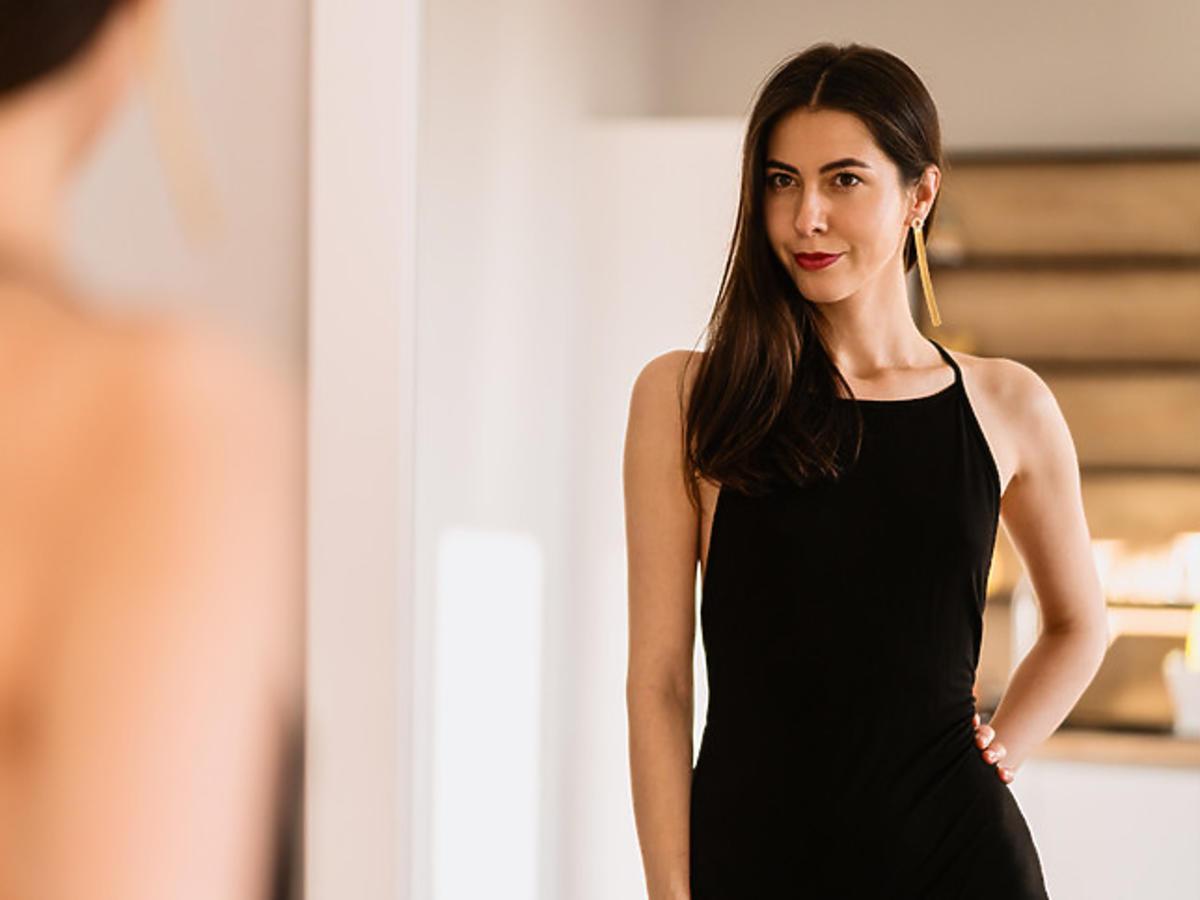 modna czarna sukienka