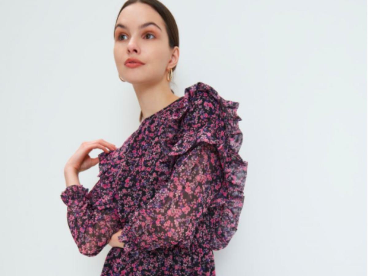modna sukienka z falbankami na wiosnę 2021 z Mohito za 79 zł