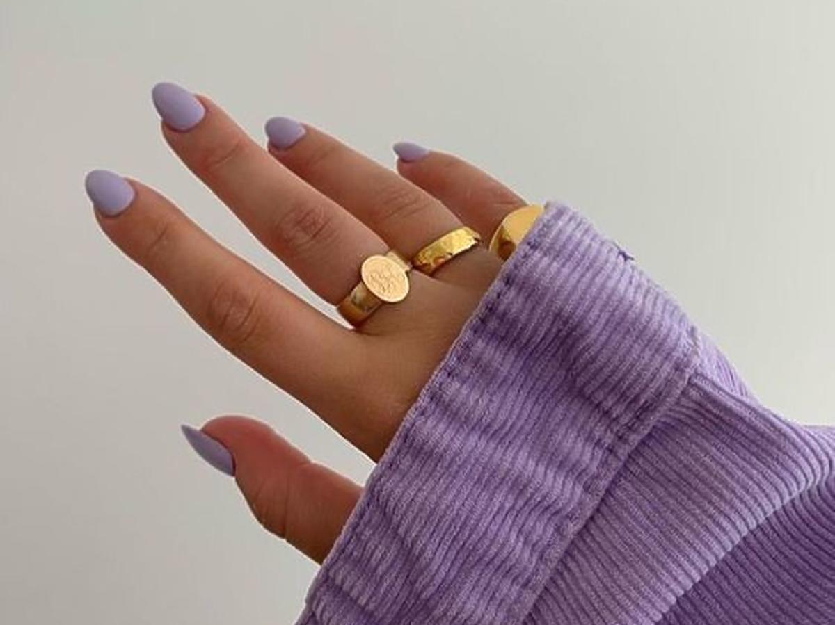 Modne fioletowe paznokcie