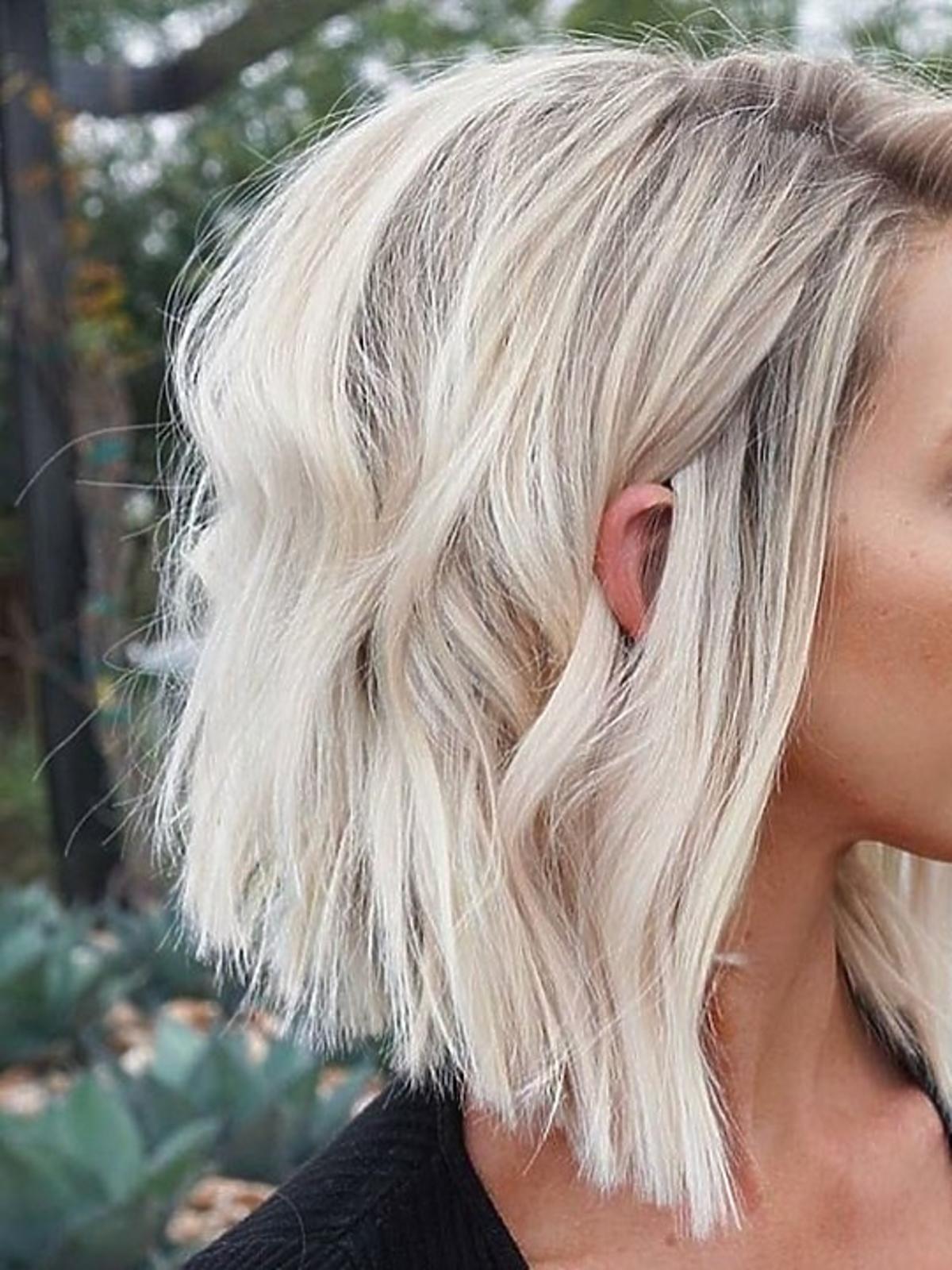 Modne fryzury na jesień 2020 - angular bob na falach