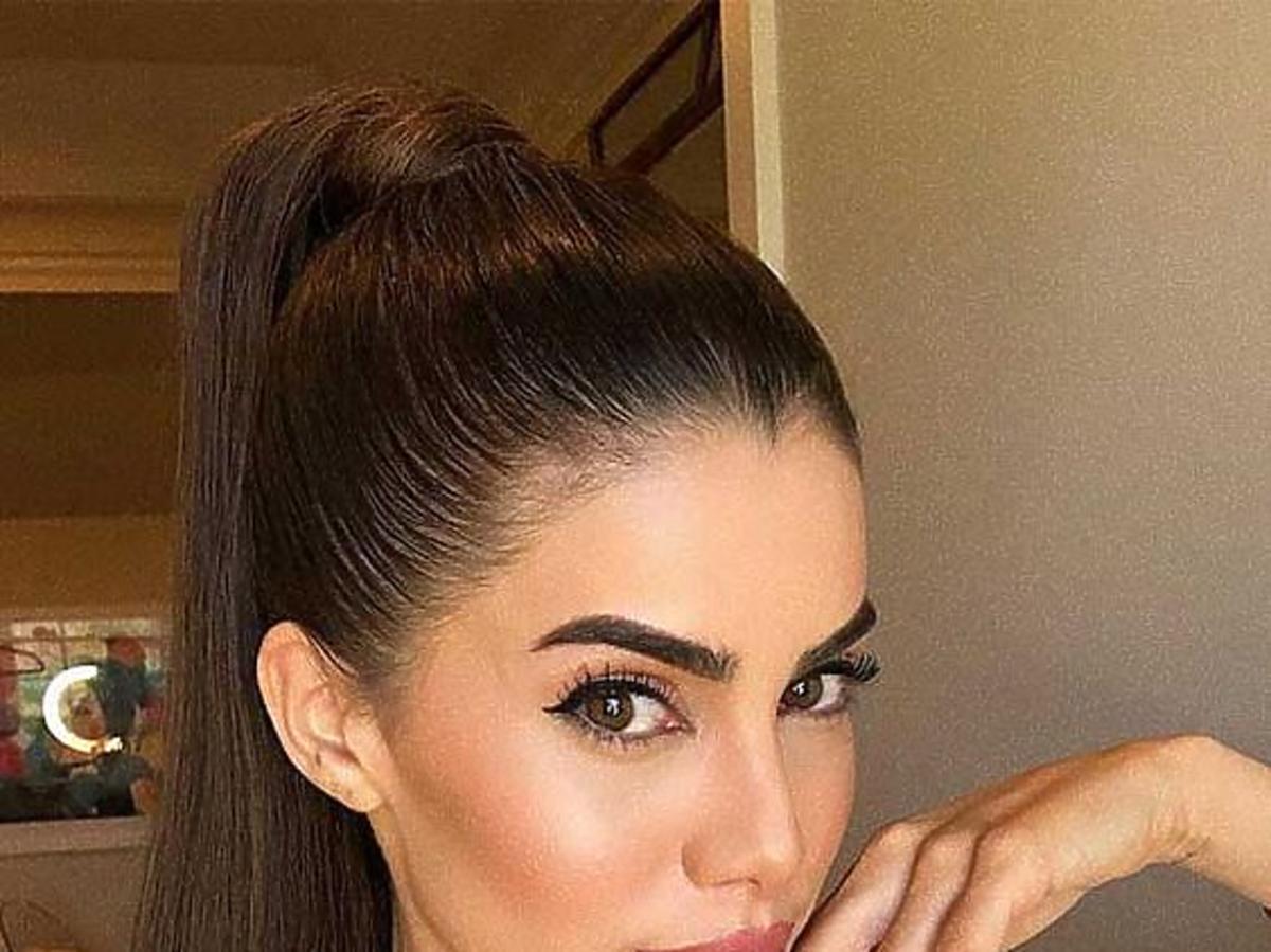 Modne fryzury: sleek ponytail