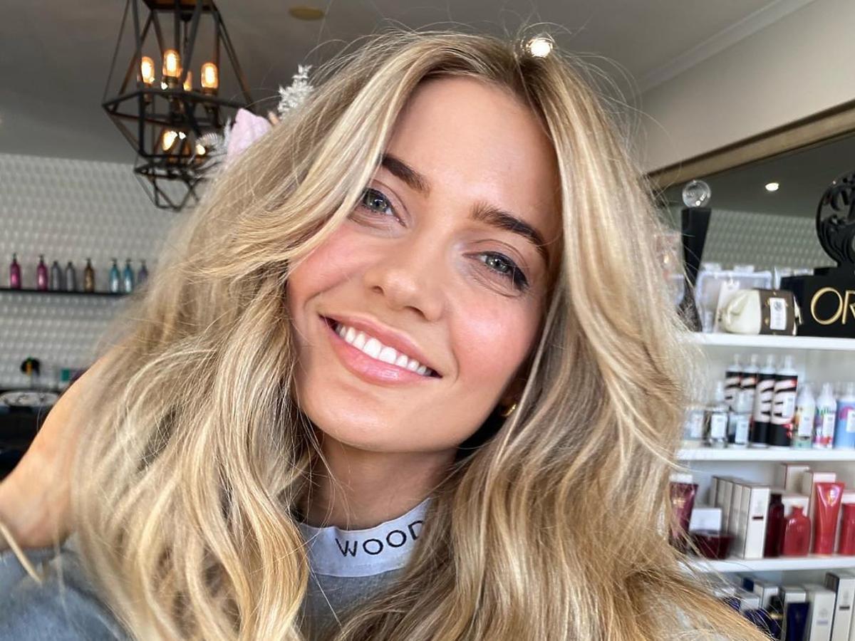 modne fryzury - undone blonde
