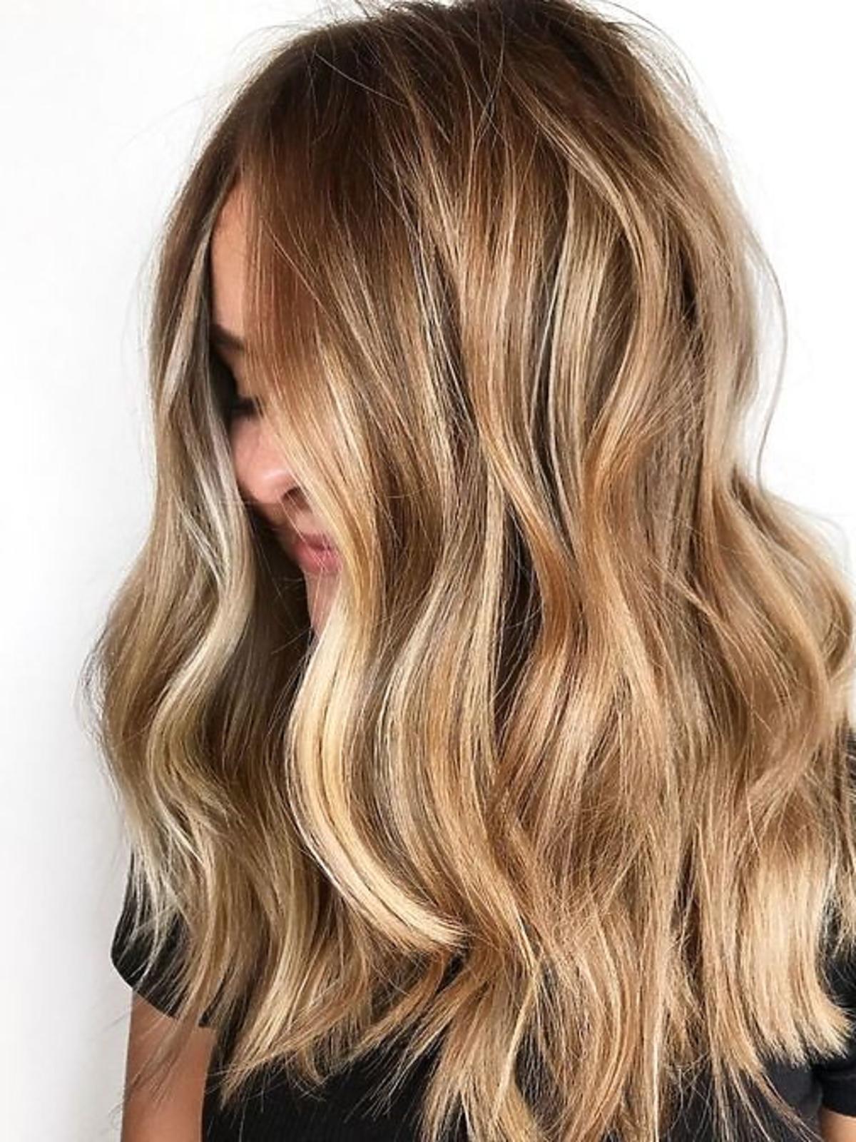Blond włosy i karmelowe sombre