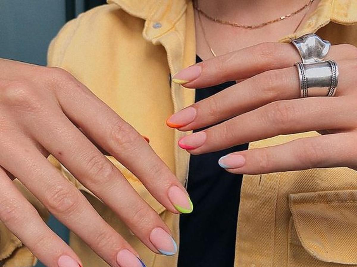 Modne paznokcie - pastelowy french to hit na wiosnę i lato. Jak go zrobić?
