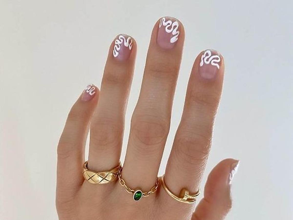 modne paznokcie squiggly nails