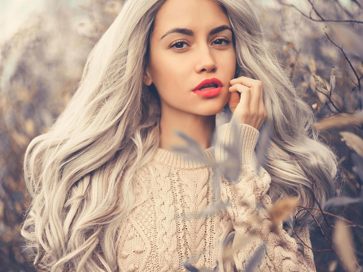 modny kolor włosów steel blond