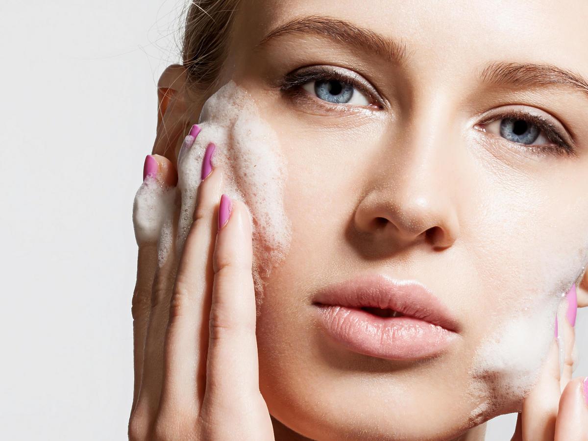 mycie twarzy bez wody
