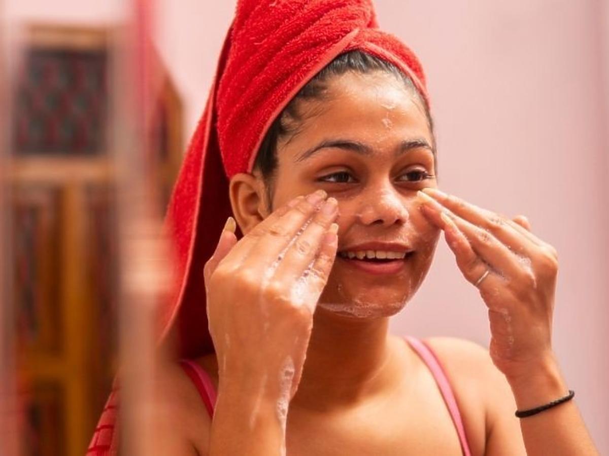 Mycie twarzy żelem do twarzy od Neutrogena