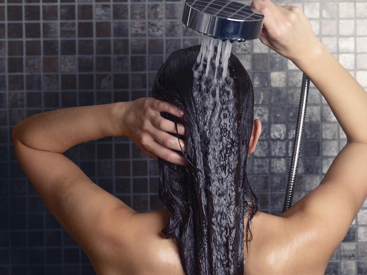 Mycie włosów samą wodą