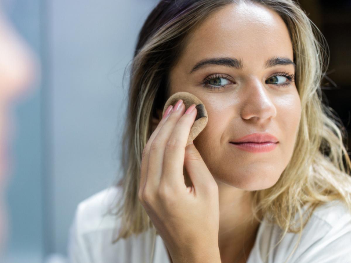 nakładanie podkładu Ideal Face, Long-lasting Make-up Foundation od Ingrid Cosmetics