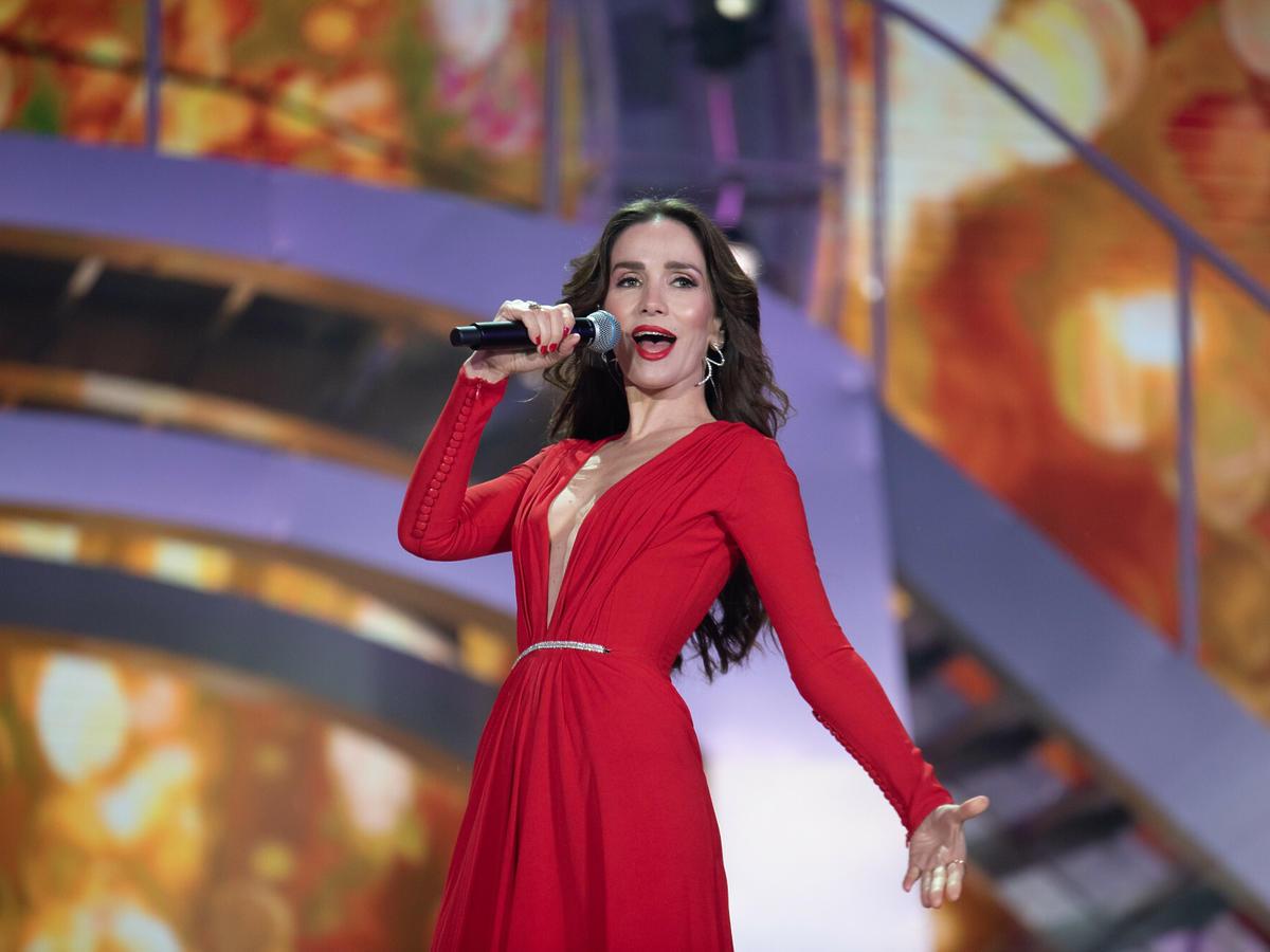 Natalia Oreiro w czerwonej sukience