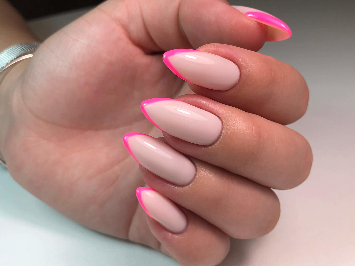 neonowy french manicure
