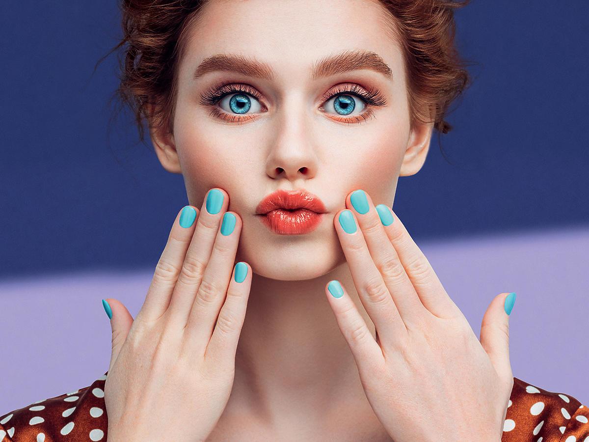 Niebieskie paznokcie