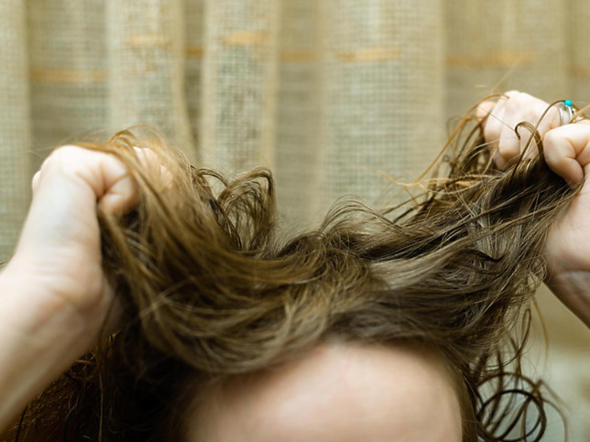 nieświeże włosy