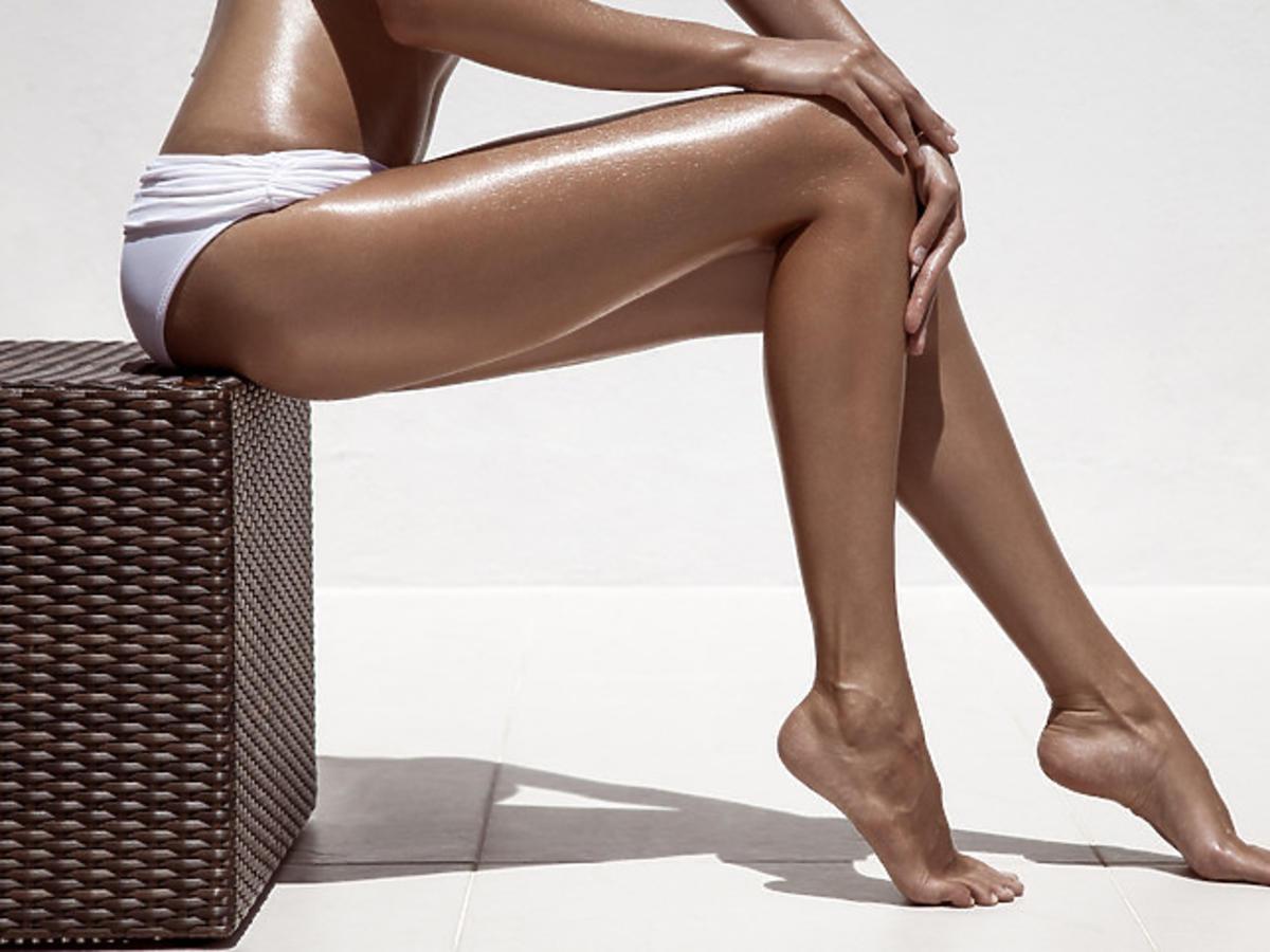 nogi po użyciu rozświetlacza do ciała w mgiełce