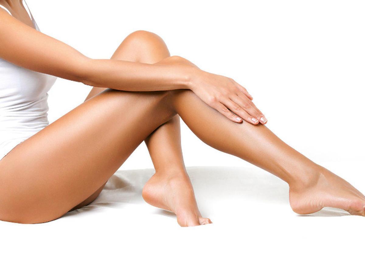 nogi po zastosowaniu peelingu