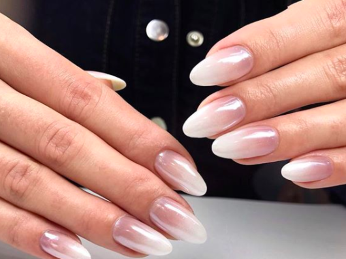 Nowa odsłona manicure babyboomer: Perłowe ombre