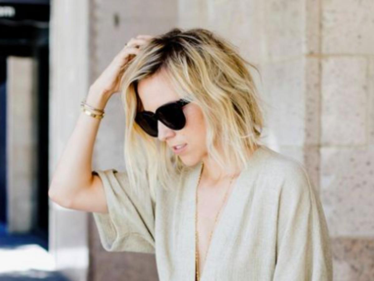 odrosty na blond włosach