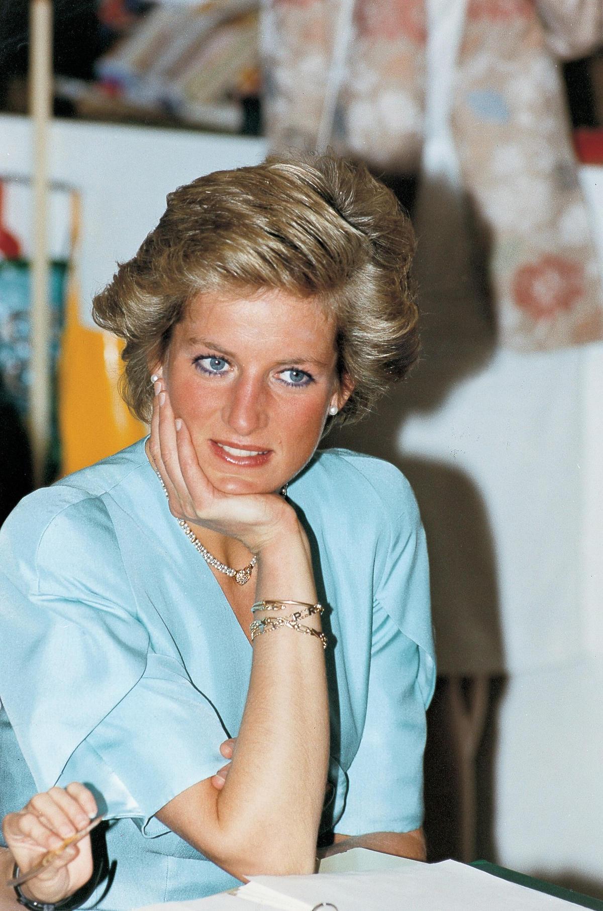 Ostre imprezy i narkotyki – tak księżna Diana miała się zabawiać będąc żoną Karola. Tylko zobaczcie TO ZDJĘCIE