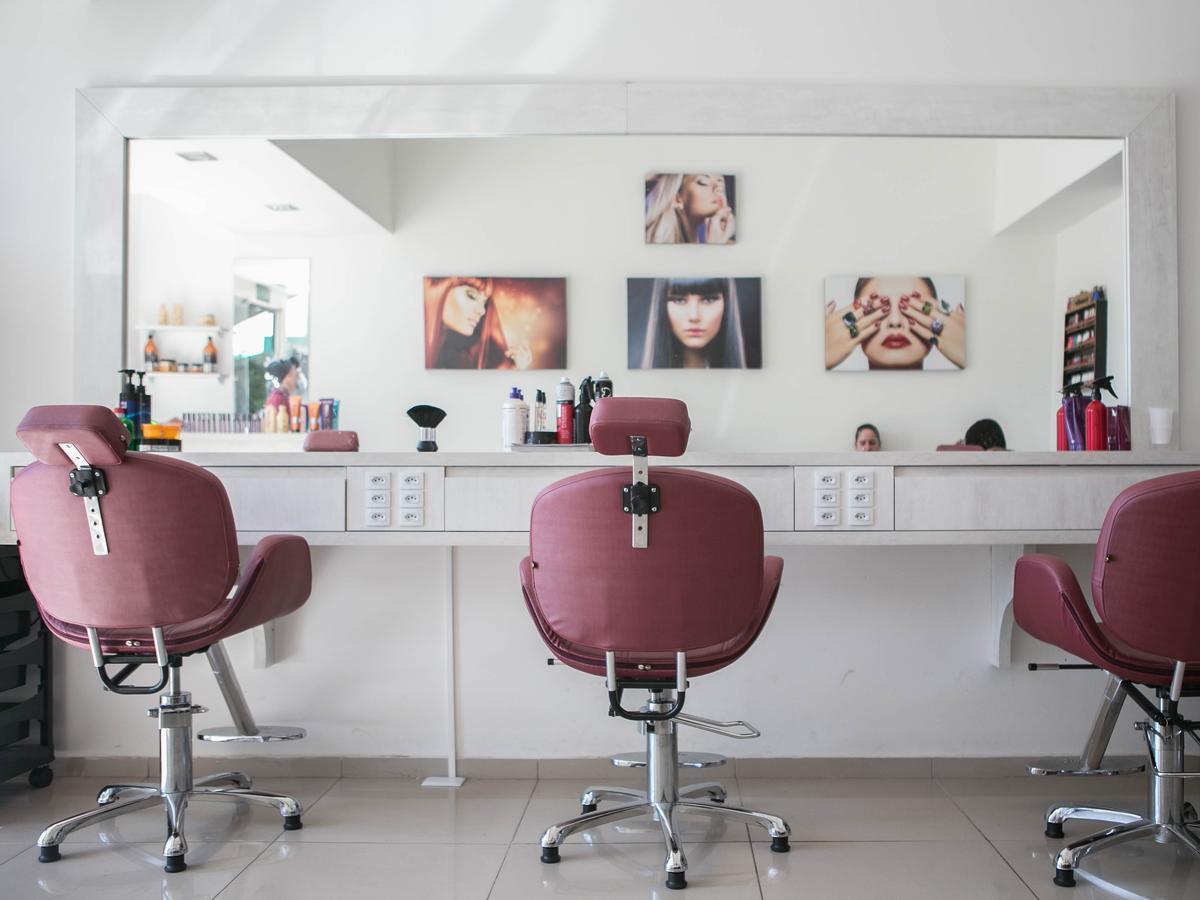 Otwarcie salonów fryzjerskich
