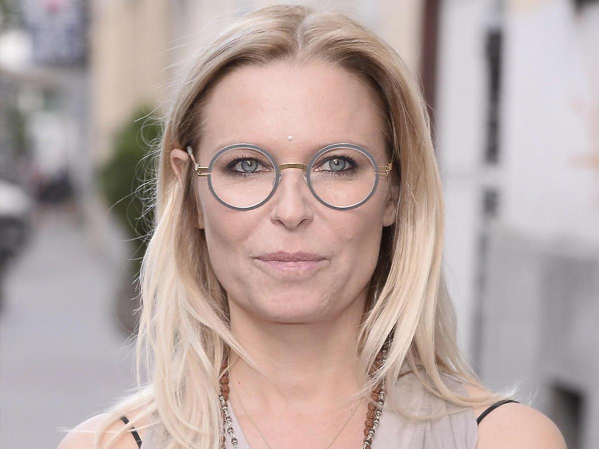 Paulina Młynarska w szarej bluzce