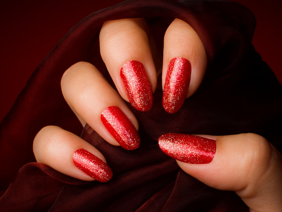 paznokcie czerwono-złote