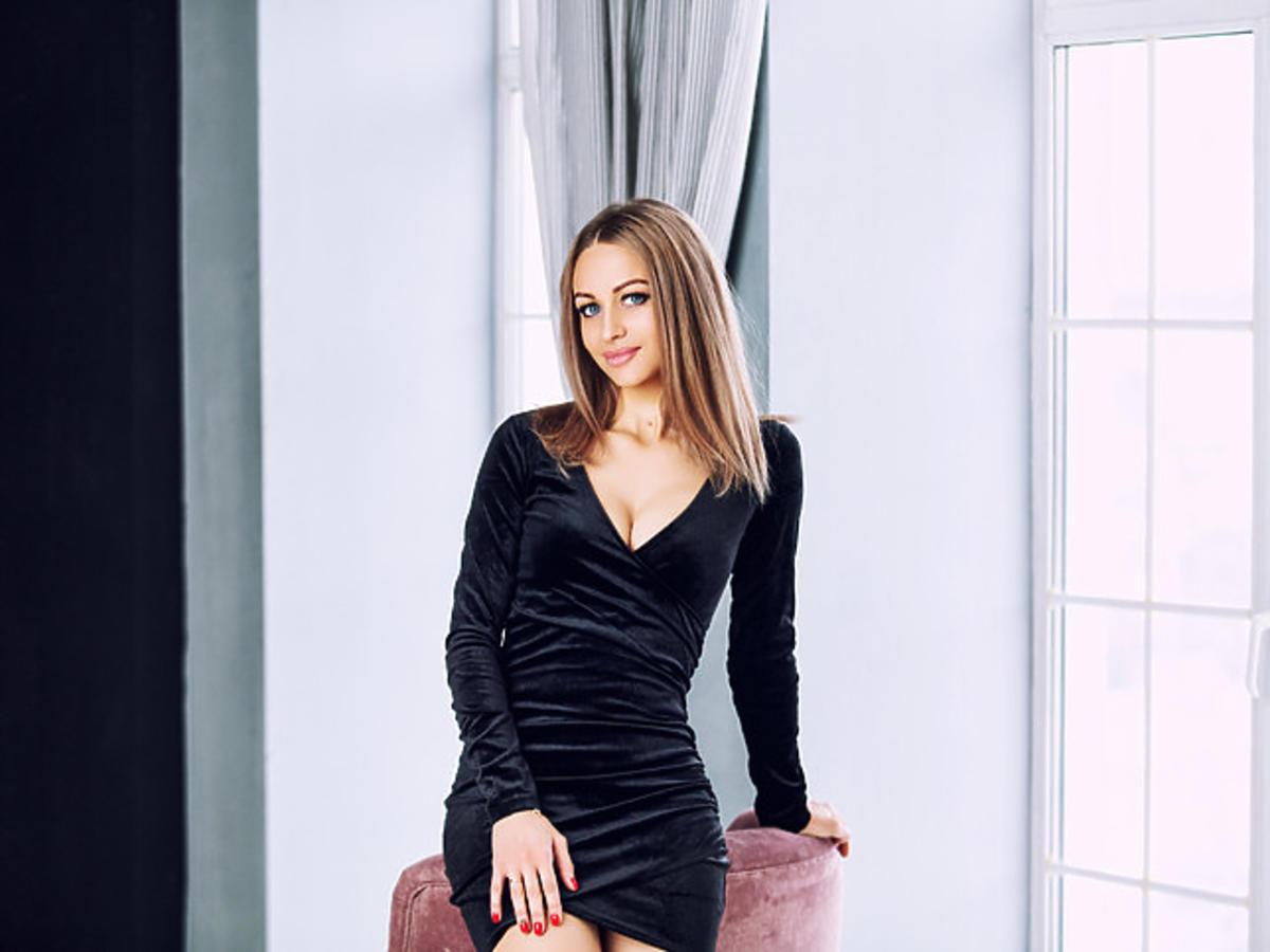 paznokcie do czarnej sukienki