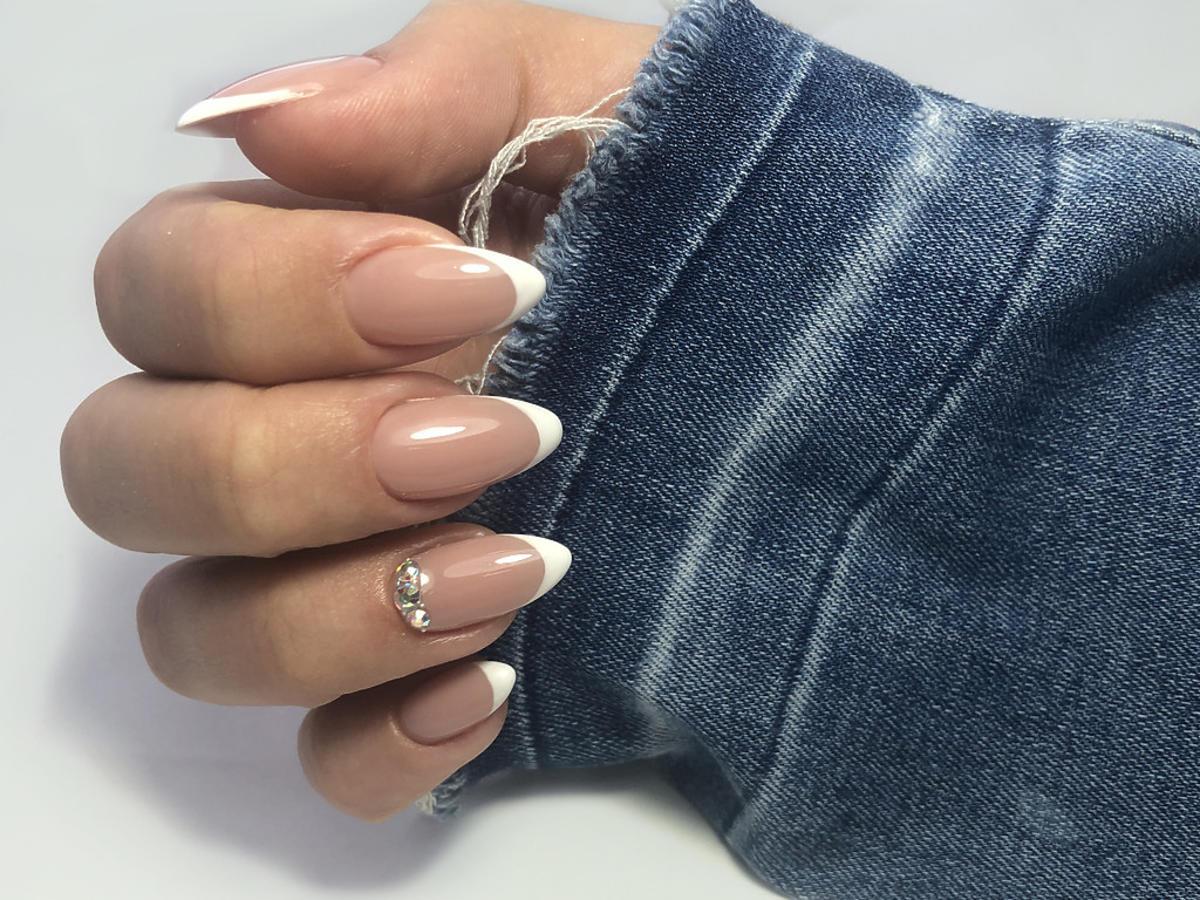 paznokcie french ze zdobieniem